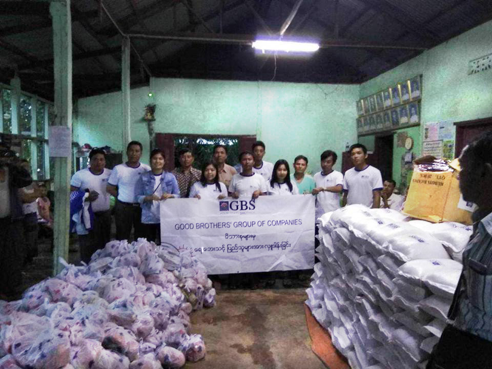 Donation to Flood Relief (Photo 11)